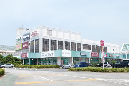 近隣の大型ショッピングモールです