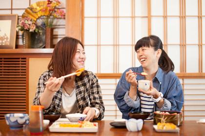 食事風景。お寿司をはじめとした和食や、洋食も豊富にお出しします。